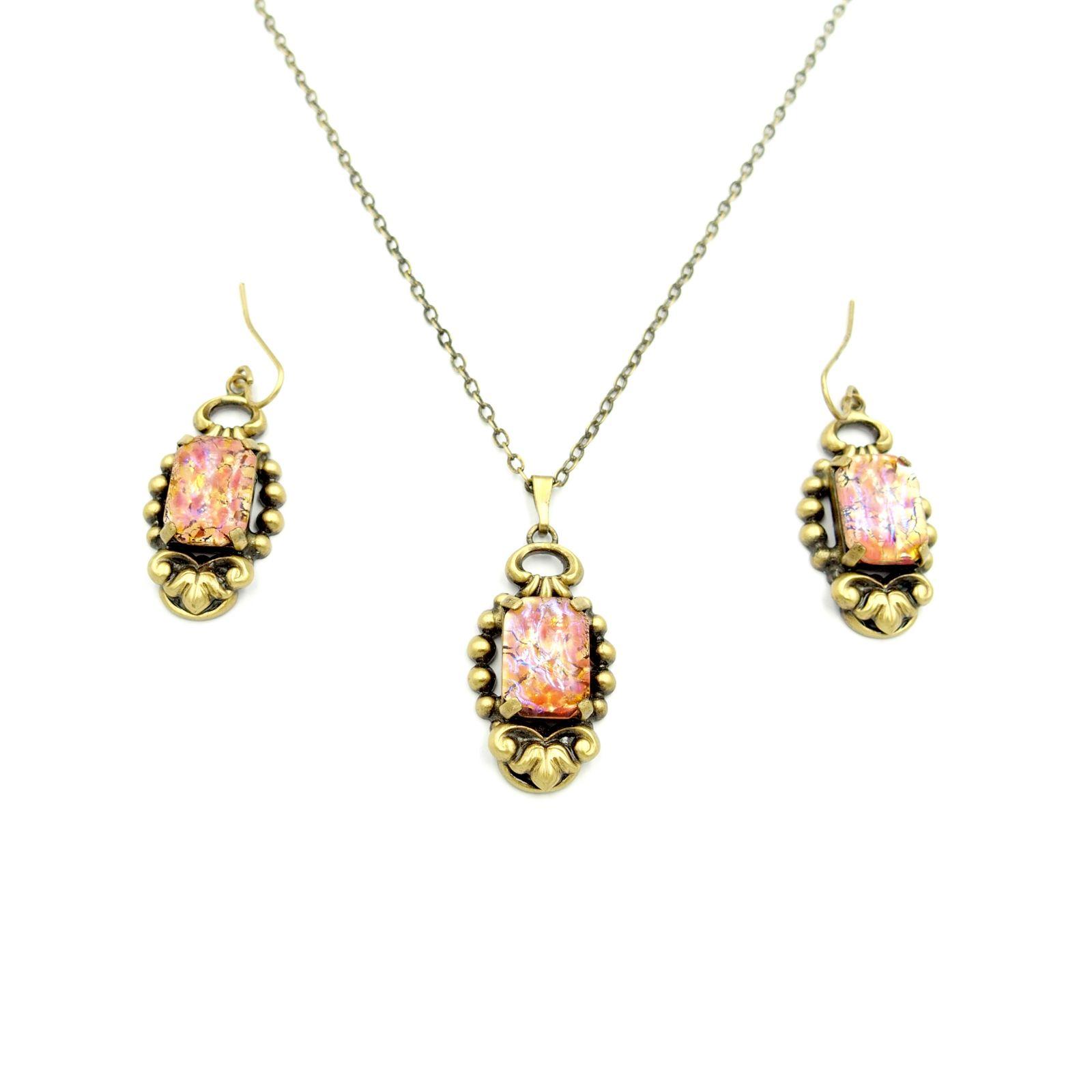 náhrdelník s přívěskem a naušnicemi (e)