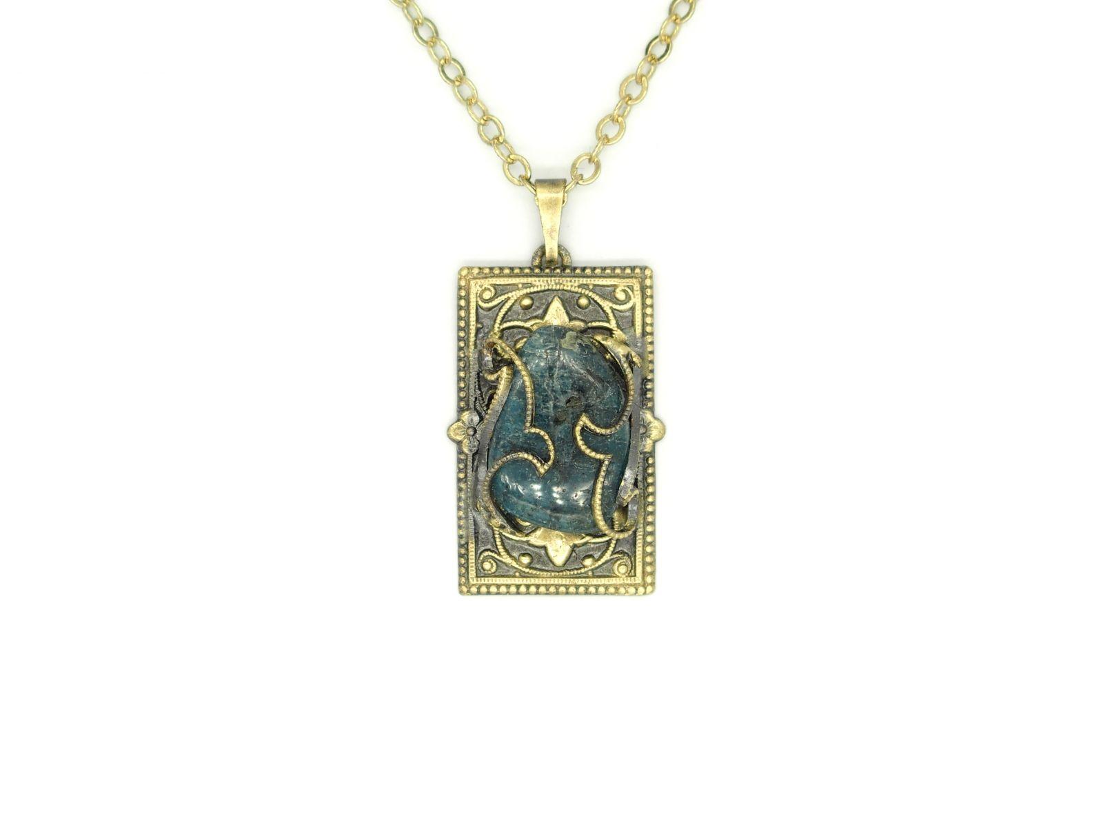 náhrdelník s přívěskem (b)