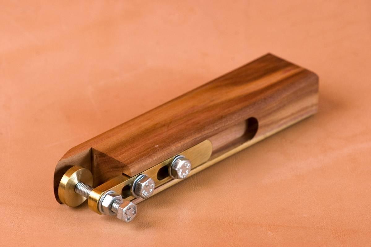 dřevěný čárkovač, značení stehu, rýhovadlo
